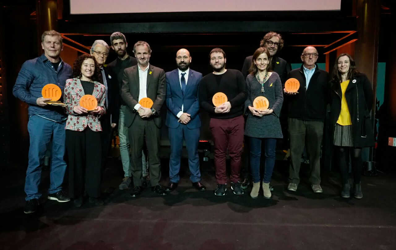D'esquerra a dreta: Pertti Pesonen, Maite Carranza, Joan Vallvé, Víctor Garcia Tur, Jordi Cabré, Marcel Mauri, Carles Rebassa, Núria Franquet, Tatxo Benet, Jaume Roures i Marina Llansana